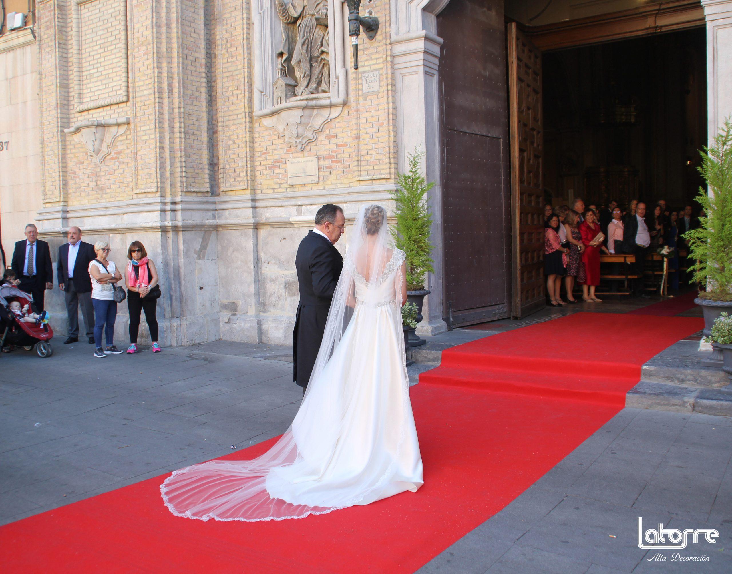 Lee más sobre el artículo Viste tu boda con una moqueta