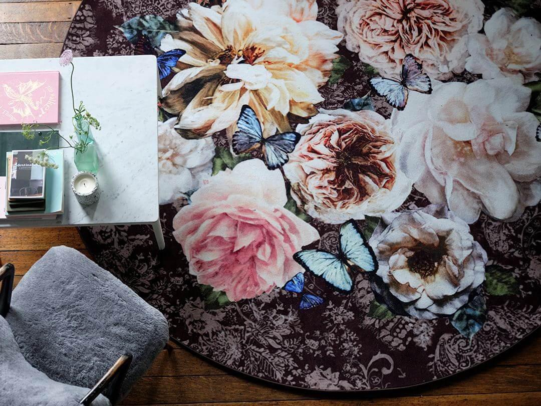 Lee más sobre el artículo Alfombras circulares de flores para alegrar tus suelos